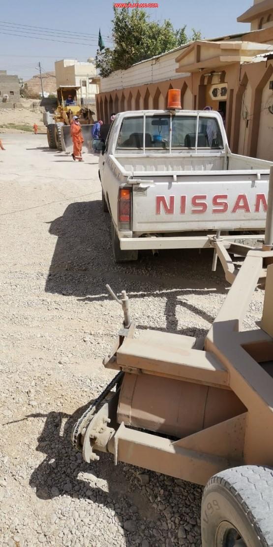 بلدية الأفلاج تزيل النفايات وتكافح الحشرات في مركز ستارة