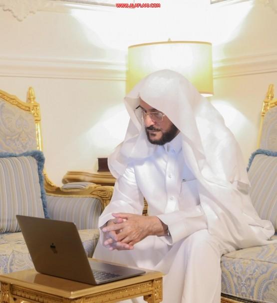 وزير الشؤون الإسلامية يتابع سير تقديم الخدمات عبر خدمة التواصل في البوابة الإلكترونية