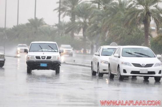 بالصور.. أمطار متوسطة إلى غزيرة على الرياض