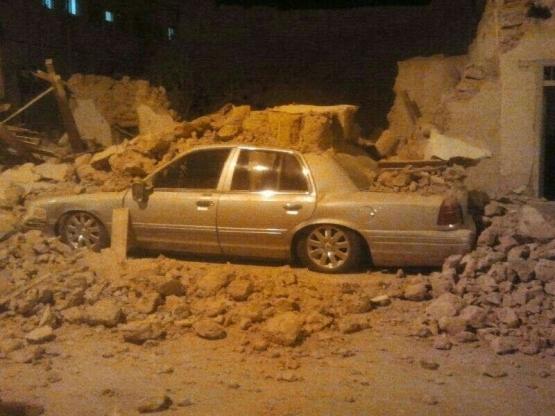 """سقوط جدار طيني يُدمر سياره من نوع  """"فورد """" بالأفلاج"""
