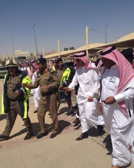 الدفاع المدني يسيطر على حريق بجامعة الأميرة نورة .. وأمير الرياض يتفقد الموقع