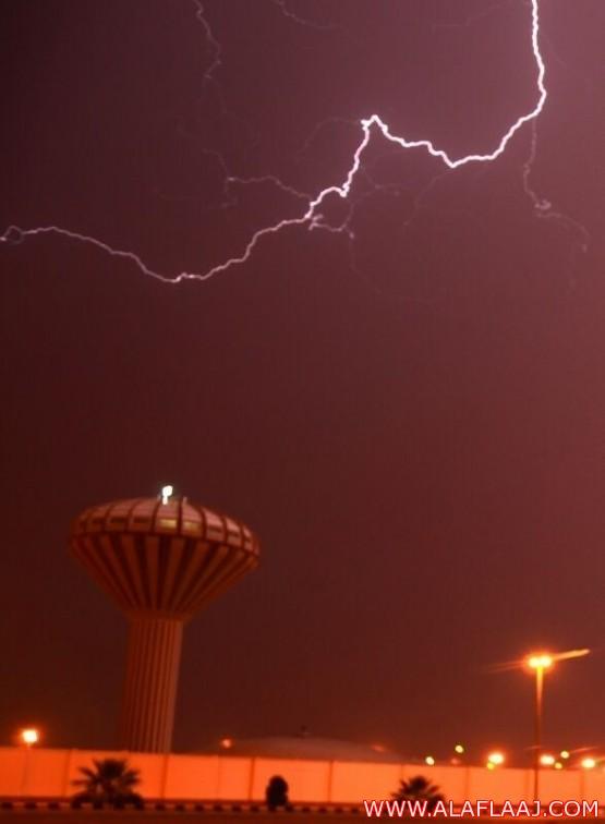 هطول أمطار متوسطة إلى غزيرة على محافظة الأفلاج