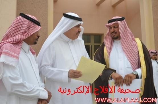 رئيس مركز الهدار يقدم مطالبات الأهالي لمدير عام الشؤن الصحيه