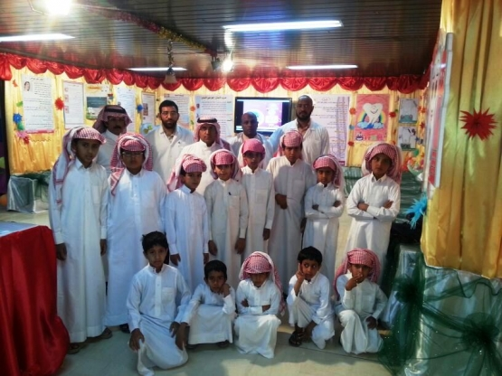 طلاب مدرسة أنس بن مالك الابتدائية في زيارة للمعرض التوعوي المقام بمستشفى الأفلاج العام