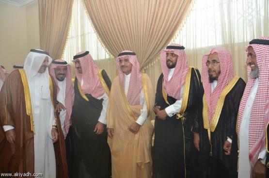 أمير الرياض يزور عدداً من مشايخ الأفلاج وأعيانها وأهاليها في منازلهم