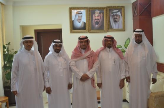 محافظ الأفلاج يستقبل خالد الشريم رئيس بلدية الأحمر الجديد