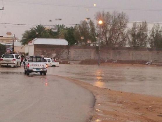 السيول تداهم المنازل بالأفلاج وتقطع طريق الجنوب السريع