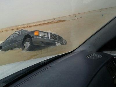"""بالصور : السيول تكشف فشل """"تصريف """"مياة السيول بمحافظة الأفلاج"""