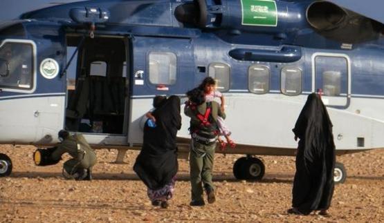 طيران الأمن ينقذ أطفال ونساء في أماكن السيول بالأفلاج