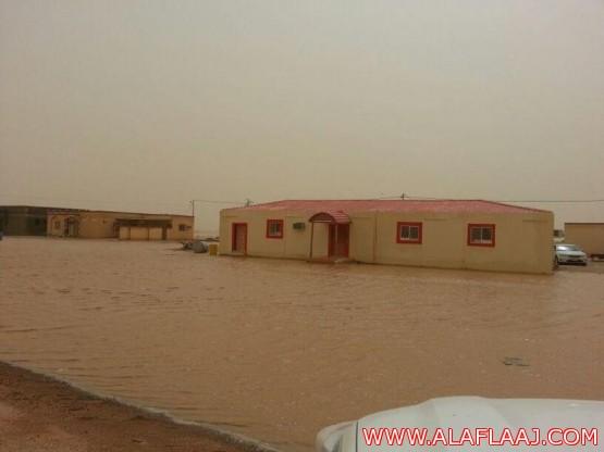 السيول تحاصر المباني بالهمجة والأهالي يطالبون بتحسين البنية التحتية