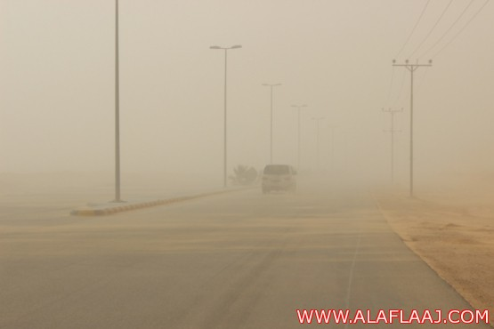موجة غبار تغطي سماء الأفلاج