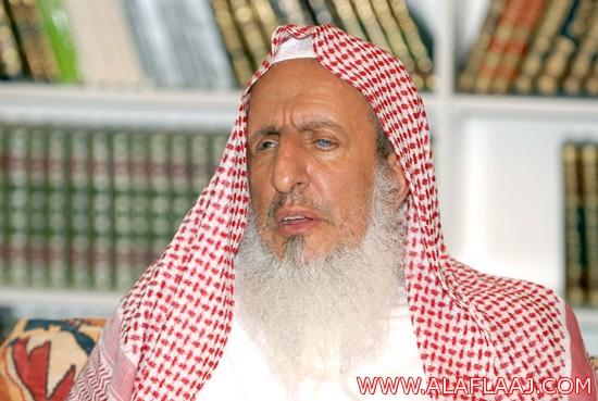 """المفتي يطالب بتطبيق النظام بحق الكاتب """"آل الشيخ"""" لتغريدات  عن بول الإبل"""