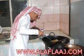 مخالفات لعدد من المطاعم والحلاقين في المحافظة