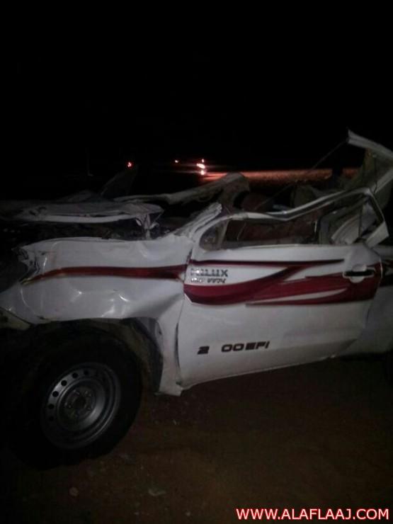 حادث اصطدم سيارة من نوع هايلكس 2010 بجمل على طريق الهدار البديع