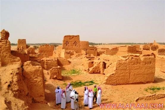 بالصور .. فريق علمي من جامعة الملك عبد العزيز يقوم بتوثيق التراث العمراني بالأفلاج