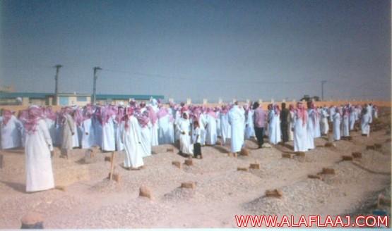 محافظ وأهالي الأفلاج يؤدون صلاة الميت على المجادعه وعائلته