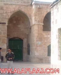 إجازة المؤذن والإمام تحرم حي الحزم من الصلاة بالمسجد