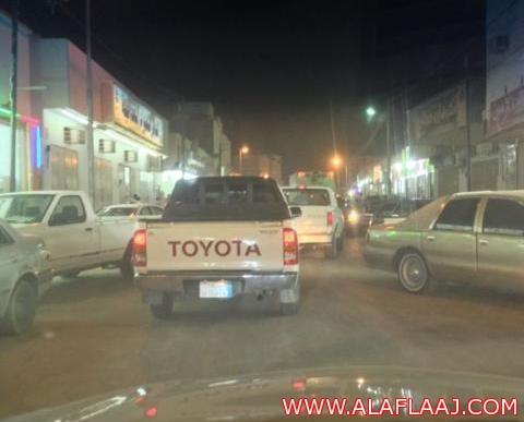الأهالي يطالبون بتكثيف دوريات المرور بالسوق العام